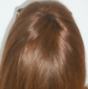 Mujer después de recibir sistemas Hair & Hair