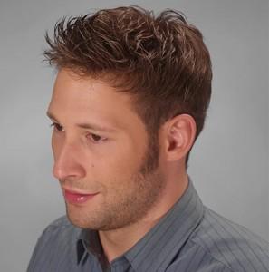 Hombre después de utilizar sistemas de integración capilar Hair & Hair a causa de la alopecia